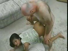 تنگ نوجوان ویتنام با پیرمرد.