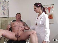 پرستار آلمانی می خواهم یک نمونه مایع منی و گرفتن آن را با فیلم