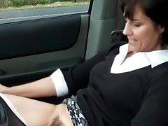 Masturbates سکسی milf در ماشین