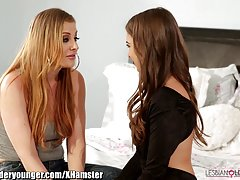 Lesbianolderyounger riley رید و حاکمیت syre facesit