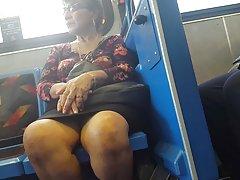Milf پاها در اتوبوس
