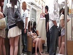 jap نوجوان دبیر gangbanged در قطار تحریک (720 p)