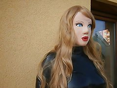 نقاب از عروسک های لاتکس با کلاه گیس بور