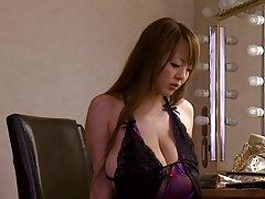 بحث ها با غول tits بزرگ در لباس زیر زنانه ارغوانی