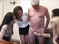 زنان دهد handjob به perv پیر مرد