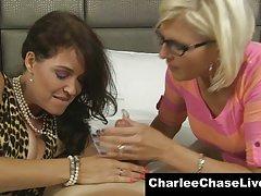 چرخ ریسک بزرگ چیس charlee milf را دوست دارد خروس دوستداران خود به اشتراک گذاری!