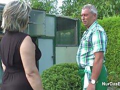 آلمان پدر بزرگ و مادر بزرگ دمار از روزگارمان درآورد سخت در باغ