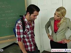 معلم مورد علاقه اشلی آتش لعنتی