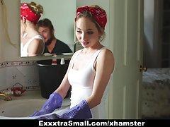 Exxxtrasmall - ریزه اندام خدمتکار برای پول زیر کلیک می شود