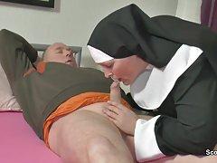 راهبه مادر بزرگ آلمانی با پدر نه در sextape زیر کلیک کنید