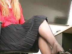 لاغر همکار بلوند سکسی نوار و نقش با dildo در دفتر