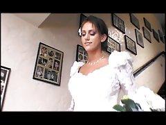 به اشتراک گذاشتن یک خروس بزرگ عروس & hottie