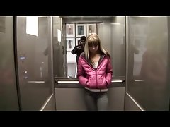 نوجوان از آسانسور