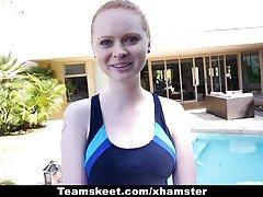 Cfnmteens - دارای موی سرخ کم رنگ زیر کلیک توسط مربی شنا