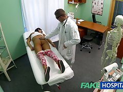 دختر نوجوان جوان fakehospital نه بر تولد کنترل بیش از خم