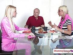 Busty milf در سوئد نه bf stepdaughters او fucks
