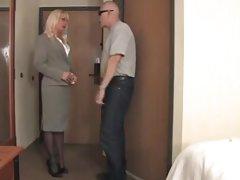 Milf گره خورده در hotelroom