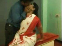 هند aunty داشتن رابطه جنسی در محل کار
