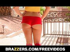 brazzers - داغ شاخی نوجوان توسط دوستان او پدر gangbanged