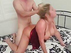 شوهر اجازه می دهد تا دو نفر از دوستان همسرش در حالی که نوار ویدئو او دمار از روزگارمان درآورد