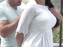 مادر گرم بالغ مکیدن و فاک خروس جوان