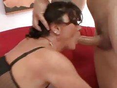 داغ busty milf مادر دو را cocks در سوراخ